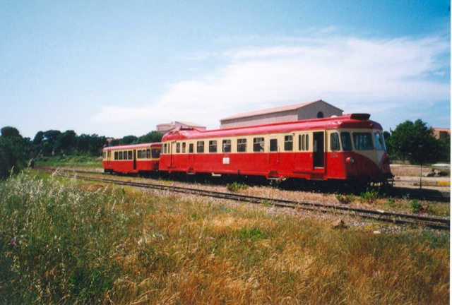 the-old-carriages-of-the-train